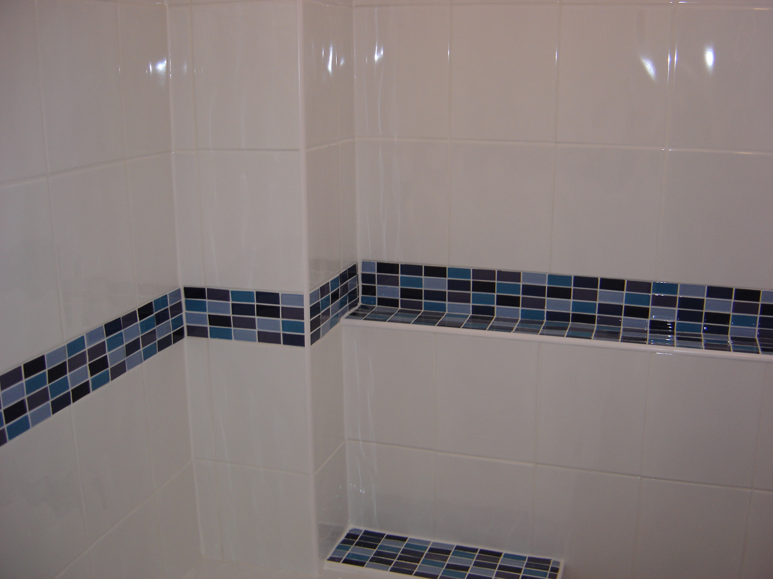 Bathroom Walls in Ceramic with Glass Mosaic Borders